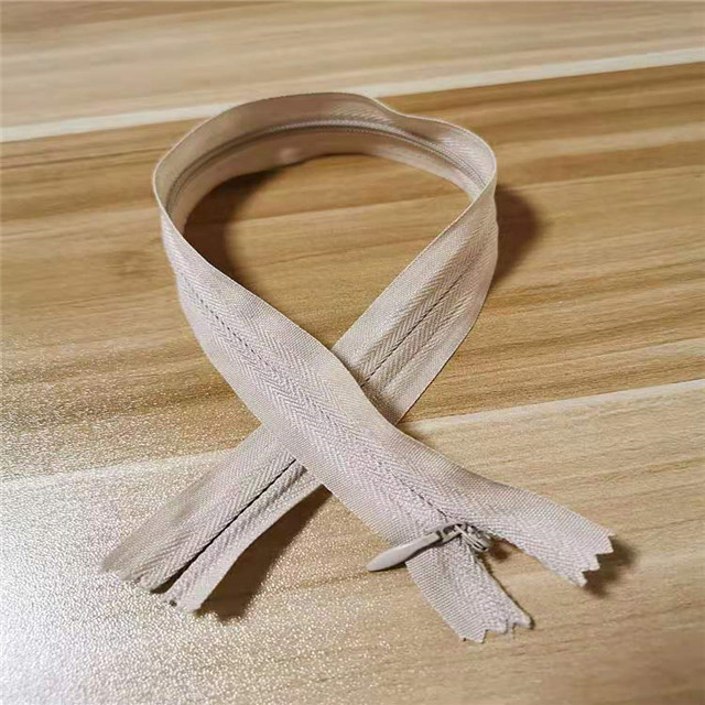 Factory Customized Open End Closed End Silver Gold Nylon Zipper for Coat